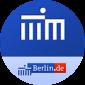 rundes blaues Logo mit Schrift und Bild.